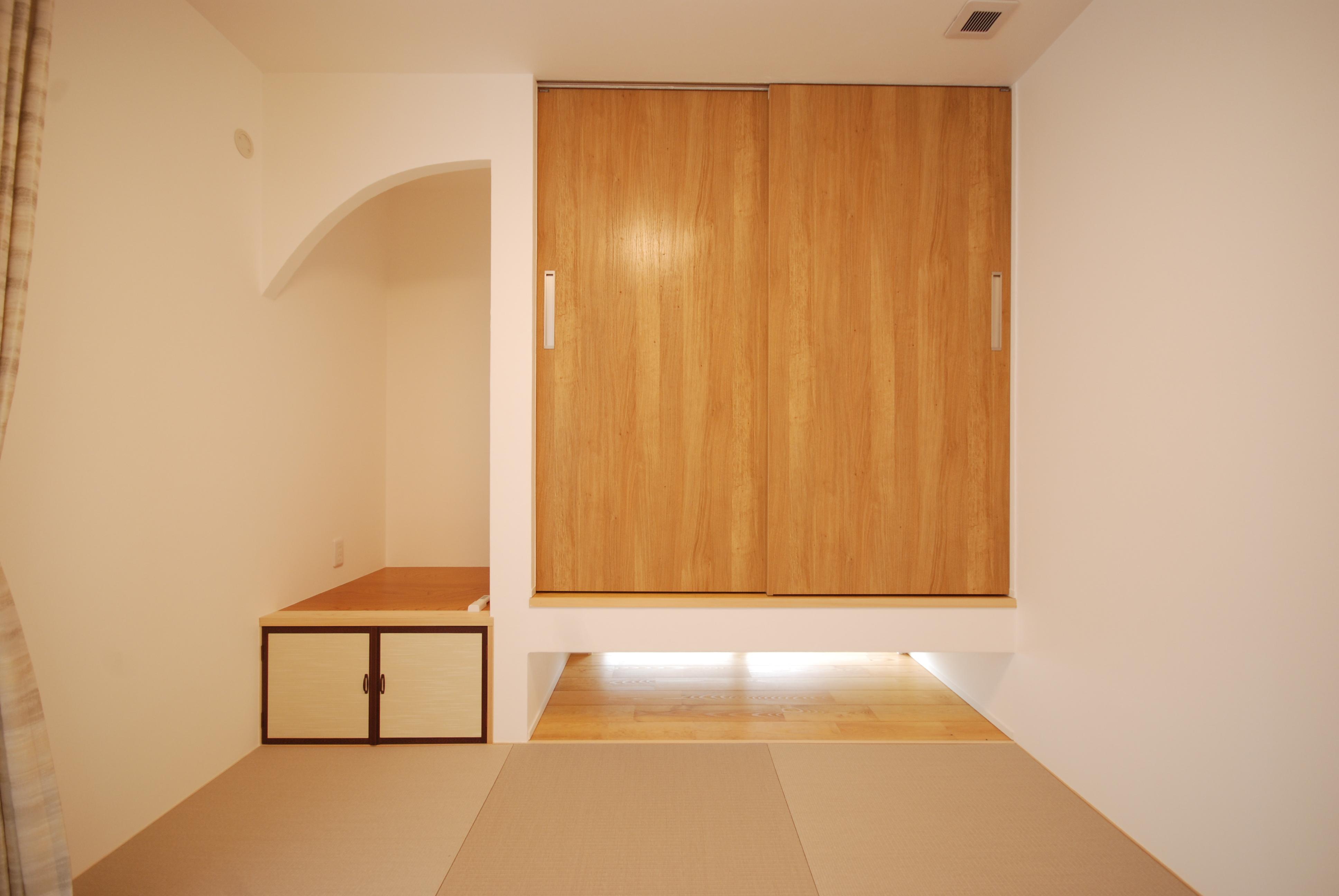 畳、和室、仏壇置き、神棚