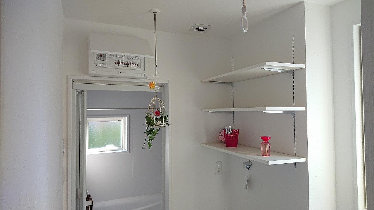 可動棚、部屋干し、吊り輪、洗面脱衣室